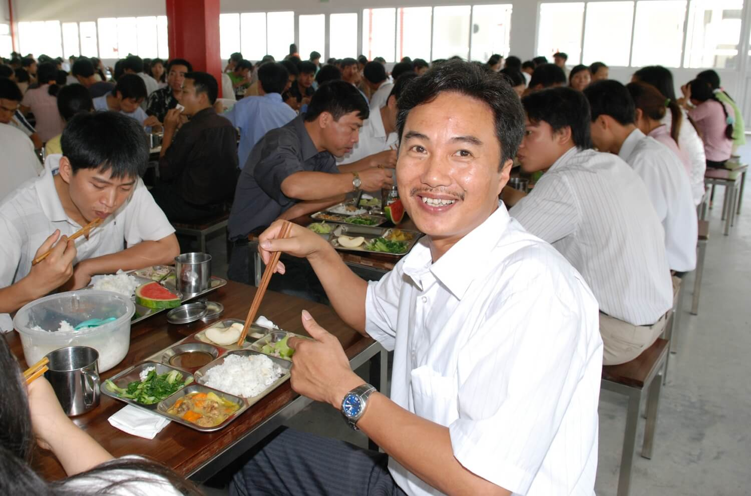 Vietnam - Zdrowi pracownicy - people eating lunch